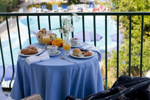 Hotel-terme-Letizia-ischia-porto-camera-colazione