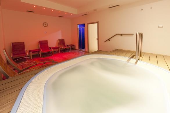 Hotel-terme-Letizia-ischia-porto-piscina-interna