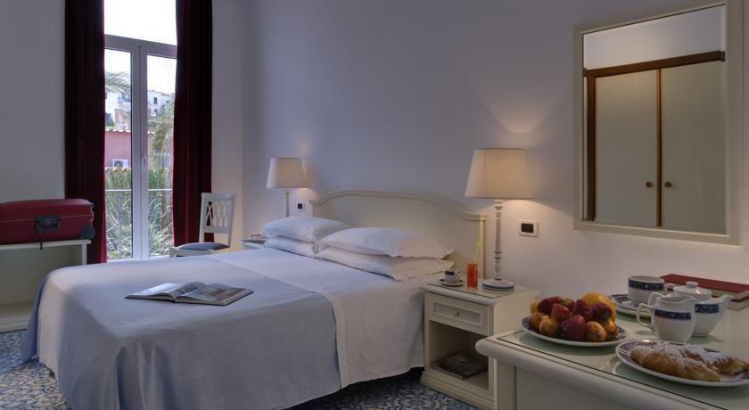hotelvillasvizzeraischia19