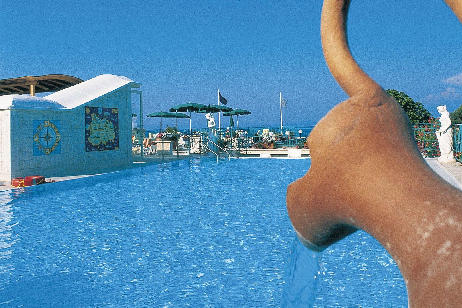 Hotel-Ischia-Grand-Hotel-Terme-di-Augusto-terme-piscina-esterna-1
