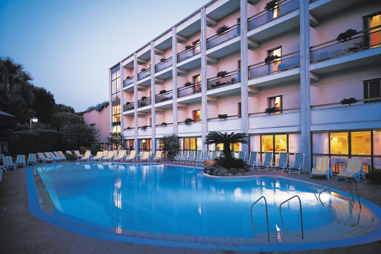 Hotel-Ischia-Grand-Hotel-Terme-di-Augusto-terme-piscina-esterna-2