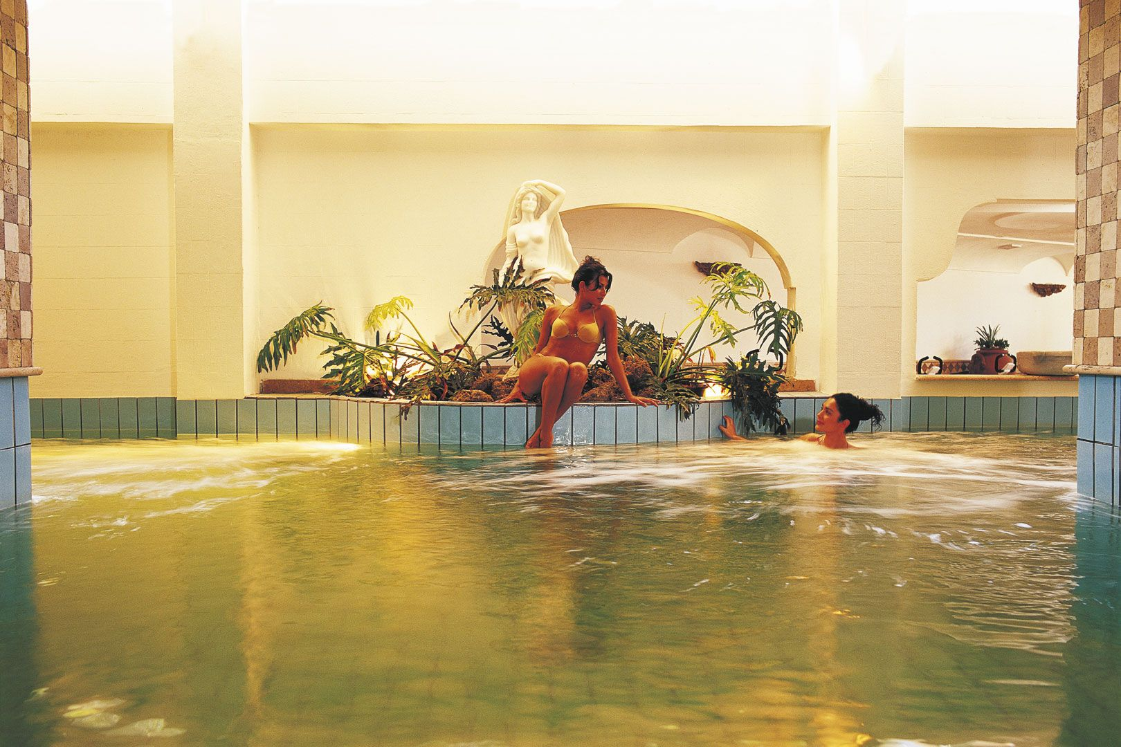 Hotel-Ischia-Grand-Hotel-Terme-di-Augusto-terme-piscina-interna