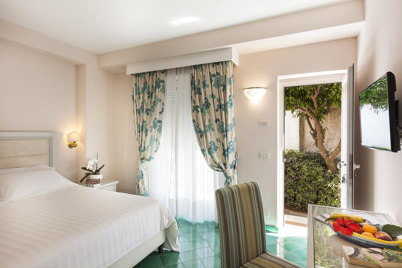 hotel-continental-terme-ischia-camera-1