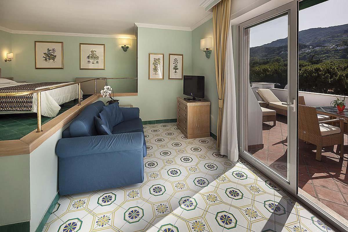 hotel-continental-terme-ischia-camera-multipla-2