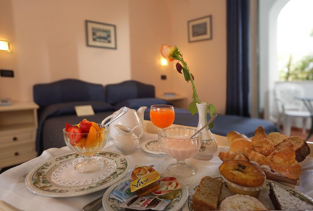 hotel-le-querce-terme-ischia-camera-colazione