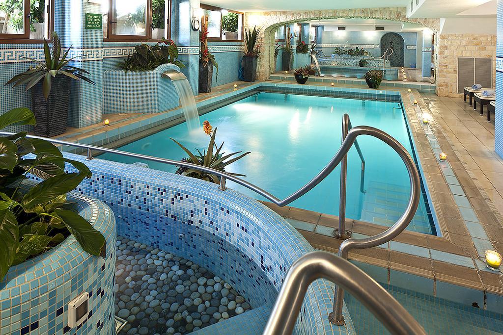 hotel-le-querce-terme-ischia-piscina-interna-1