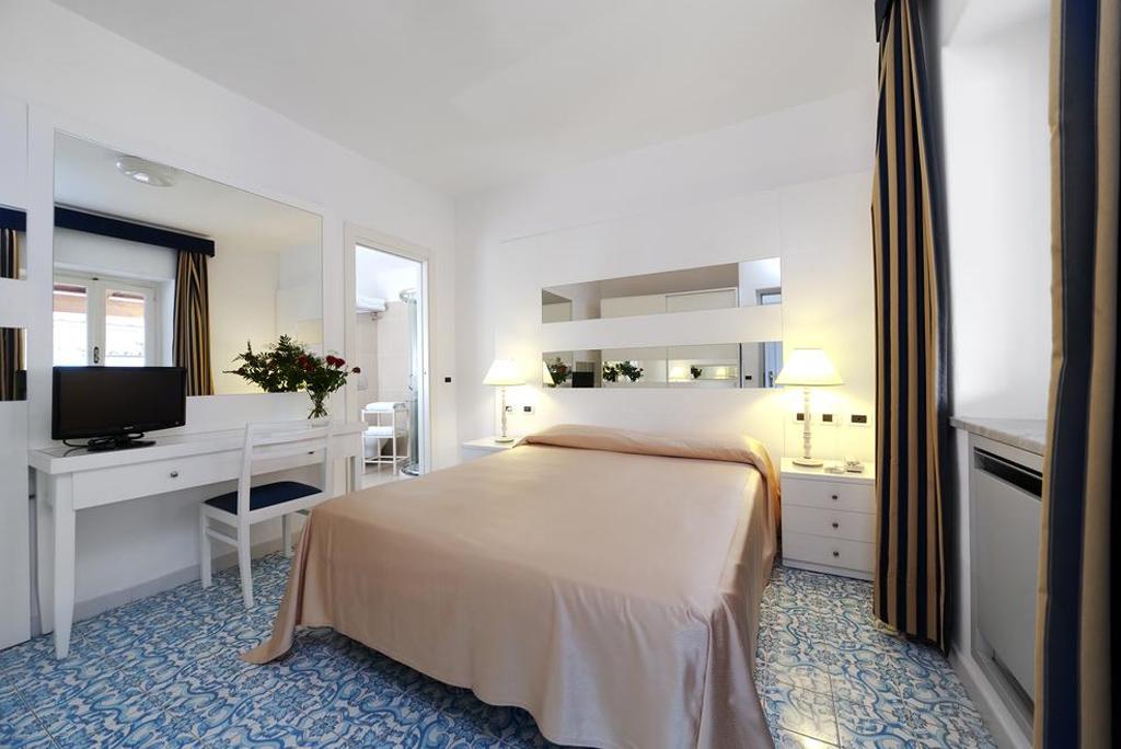 hotel-formula-camera-roulette-4-stelle_mare