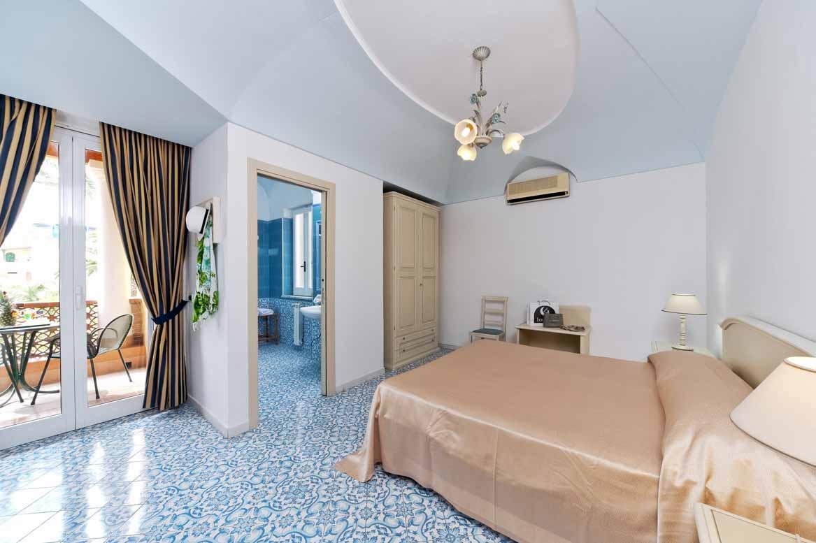 hotel-terme-villa-svizzera-lacco-ameno-ischia-camera