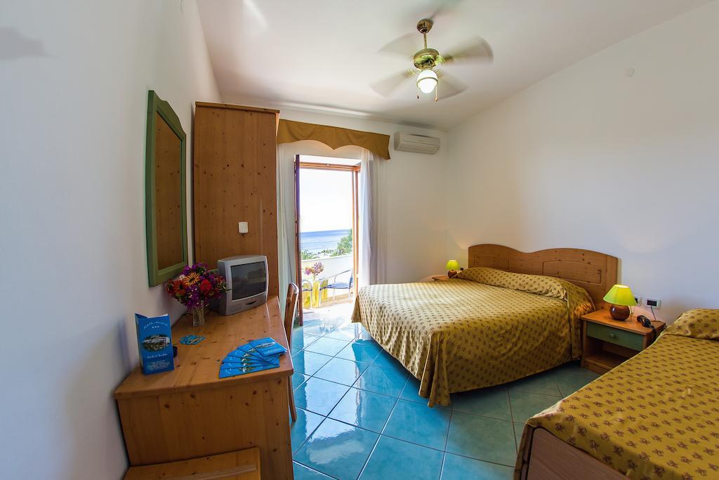 hotel-la-madorla-ischia-maronti-camera