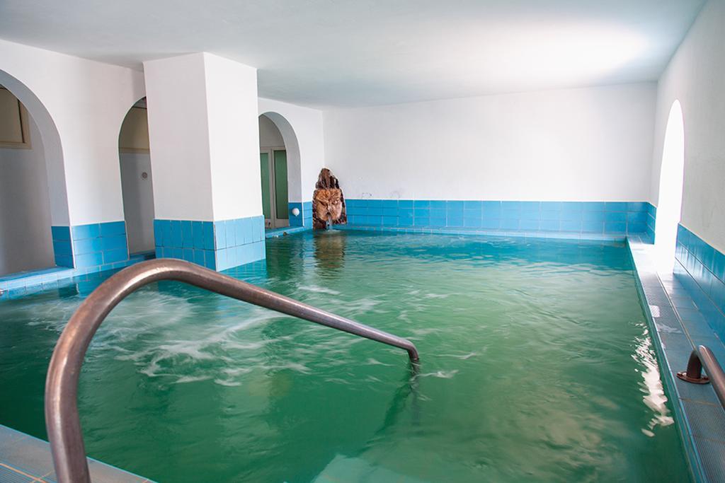 hotel-la-madorla-ischia-maronti-piscina-interni