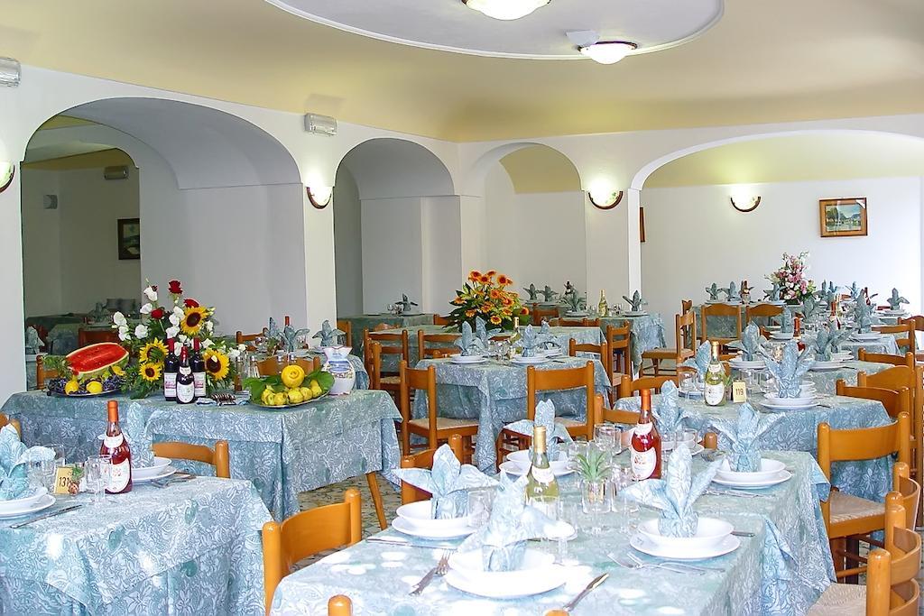 hotel-la-madorla-ischia-maronti-sala