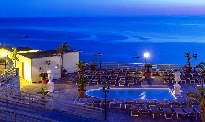 hotel-baia-delle-sirene-forio-piscina1