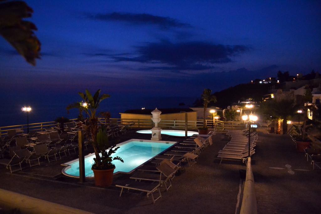hotel-baia-delle-sirene-forio-piscina2