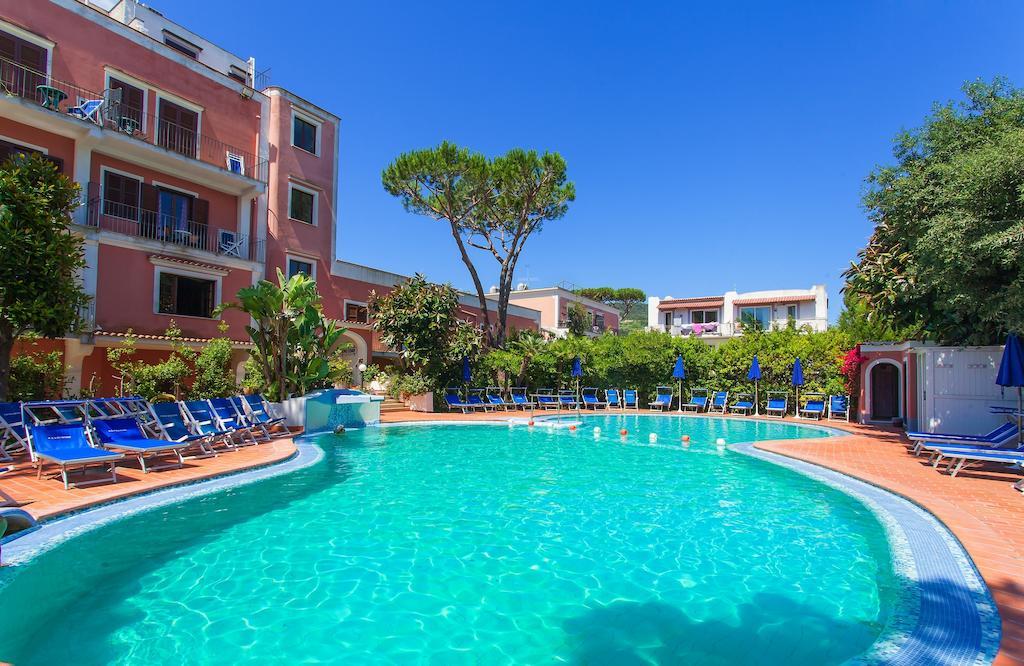 hotel-san-valentino-terme-ischia-piscina-1