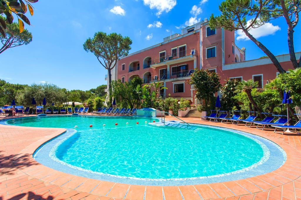 hotel-san-valentino-terme-ischia-piscina-2