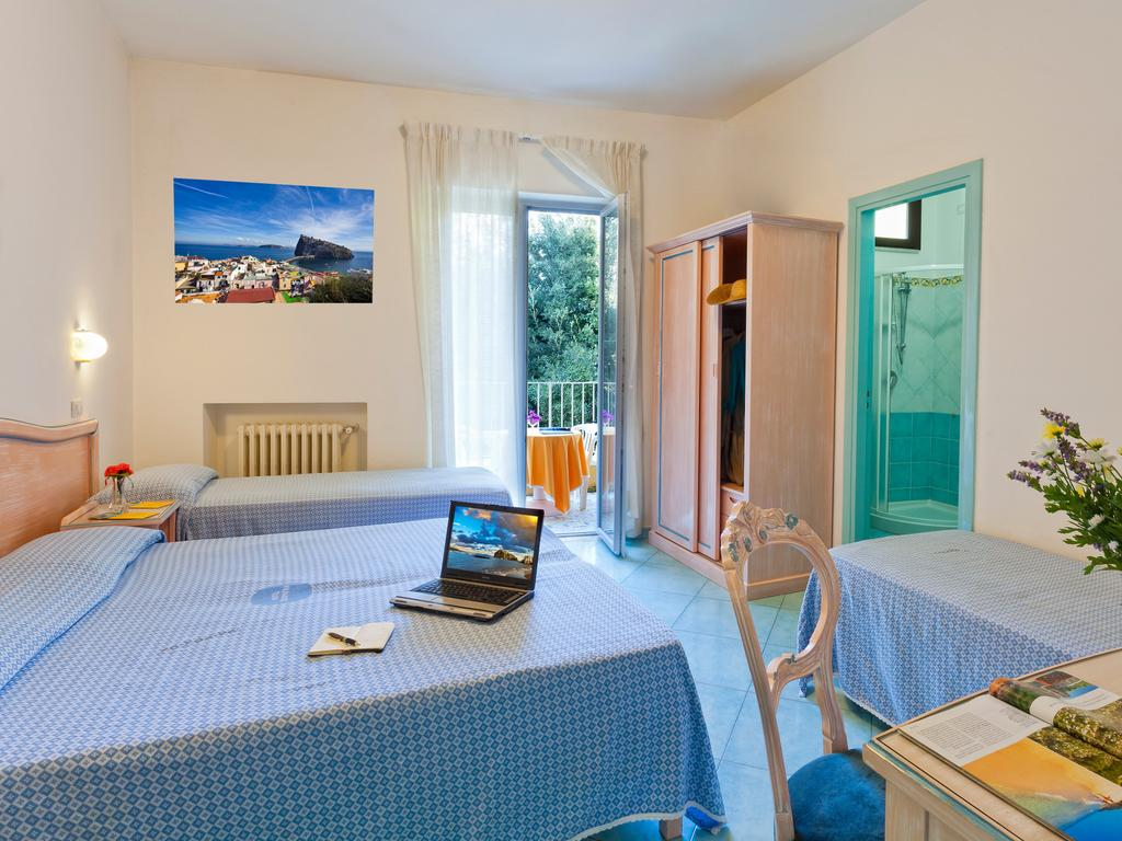 hotel-cleoptra-ischia-camera-2