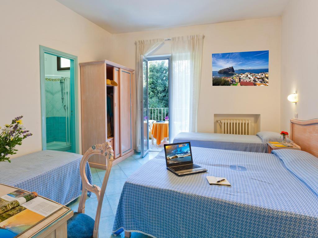 hotel-cleoptra-ischia-camera-4