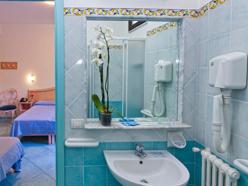 hotel-cleoptra-ischia-camera-bagno-1