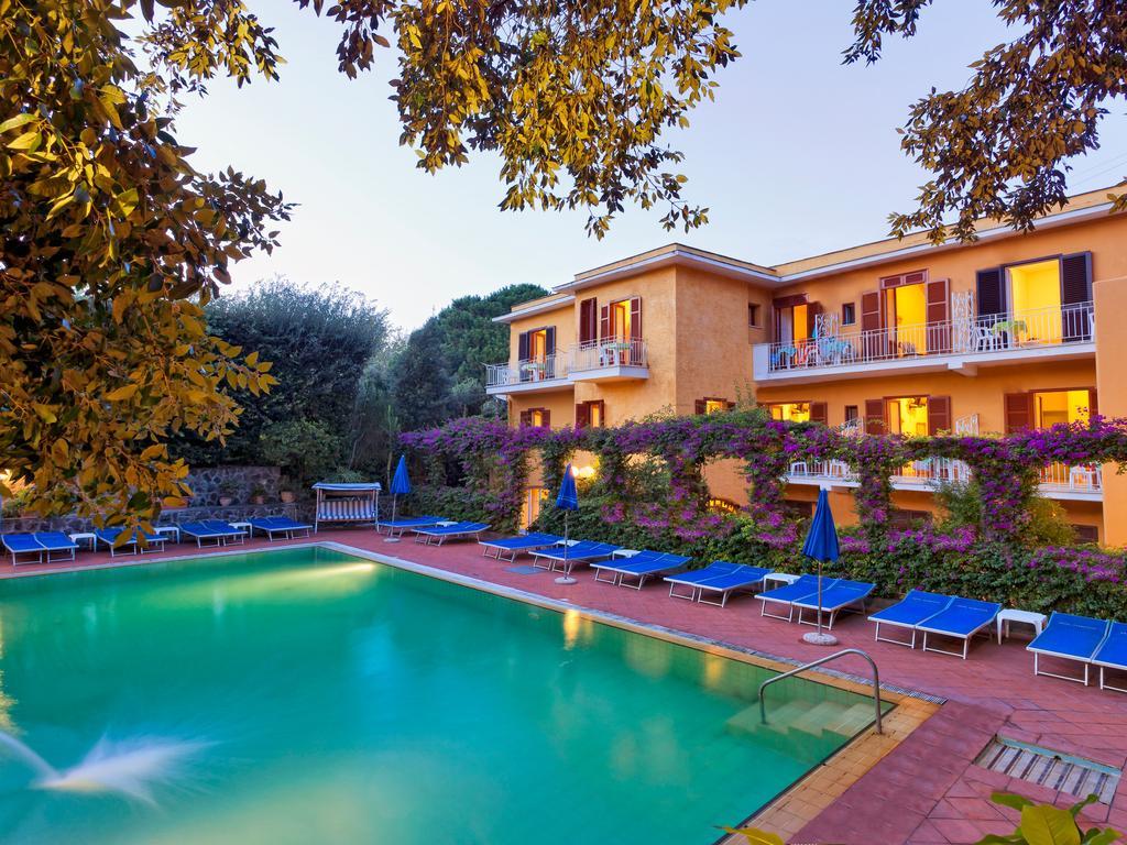hotel-cleoptra-ischia-piscina-1
