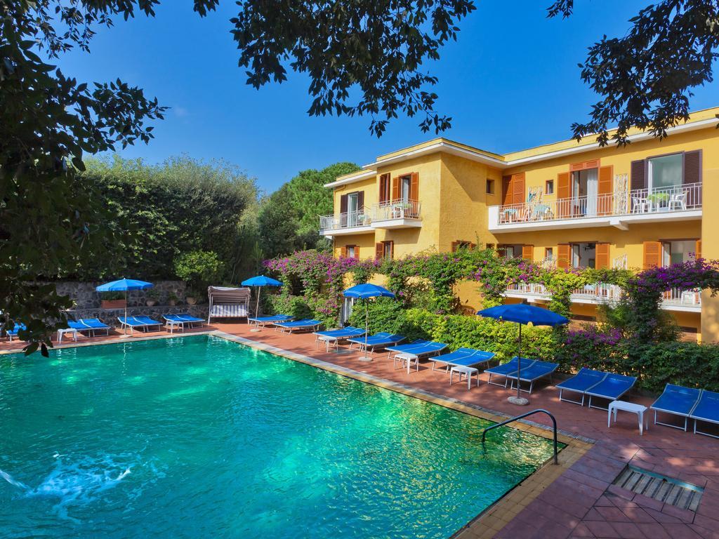 hotel-cleoptra-ischia-piscina