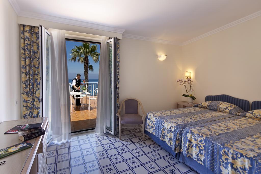 hotel-continental-mare-ischia-camera2