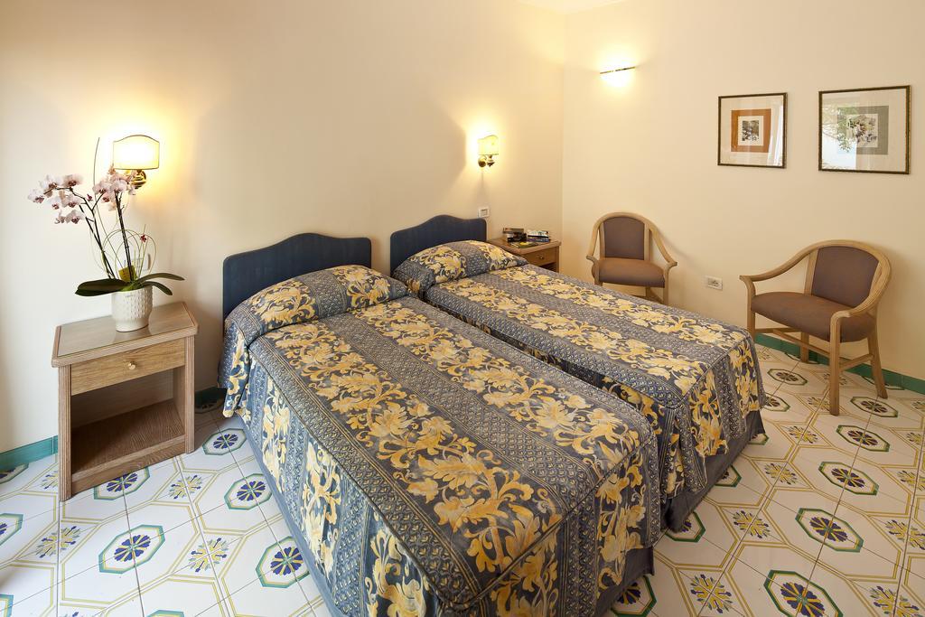 hotel-continental-mare-ischia-camera5