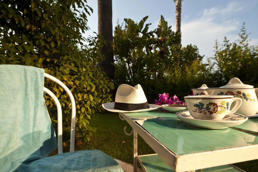 hotel-continental-mare-ischia-esterno-tavolo