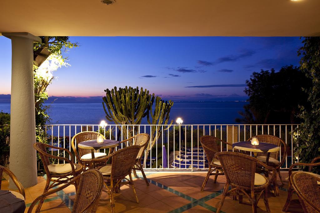 hotel-continental-mare-ischia-esterno-tramonto