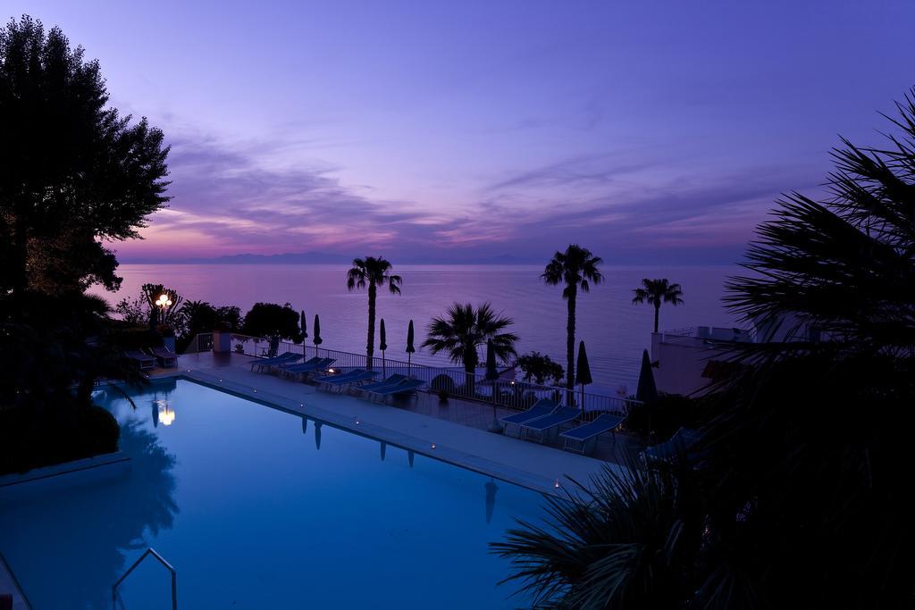 hotel-continental-mare-ischia-piscina-tramonto