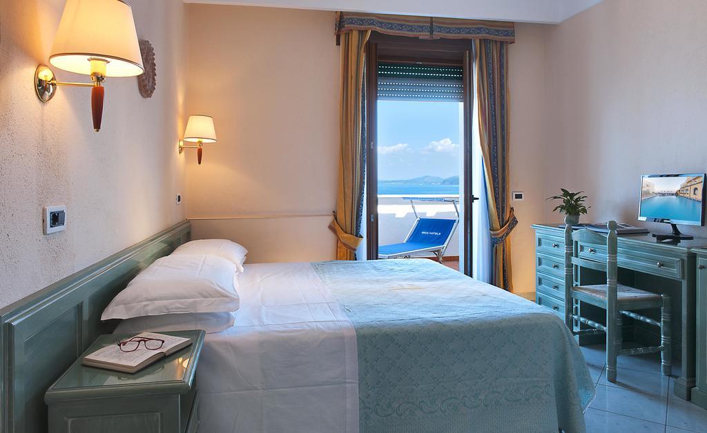 hotel-parco-aurora-ischia-camera-1