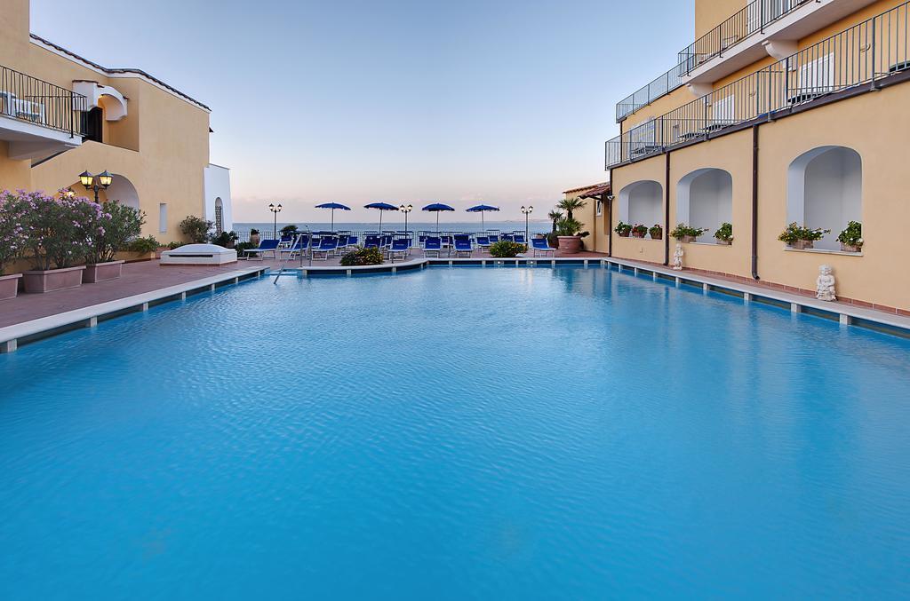 hotel-parco-aurora-ischia-piscina