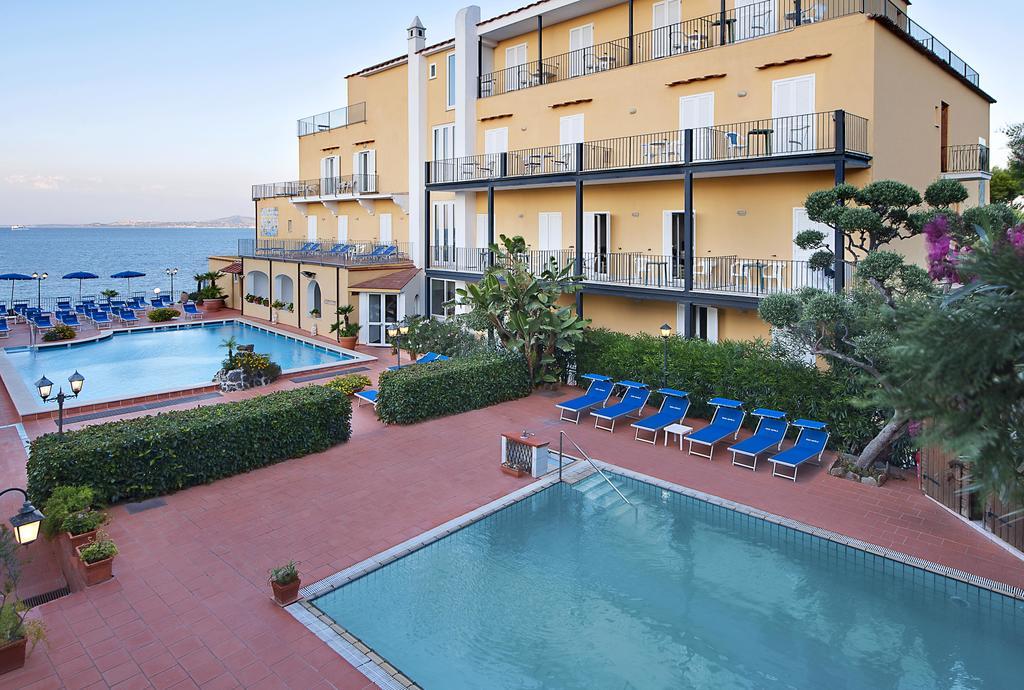 hotel-parco-aurora-ischia-piscine
