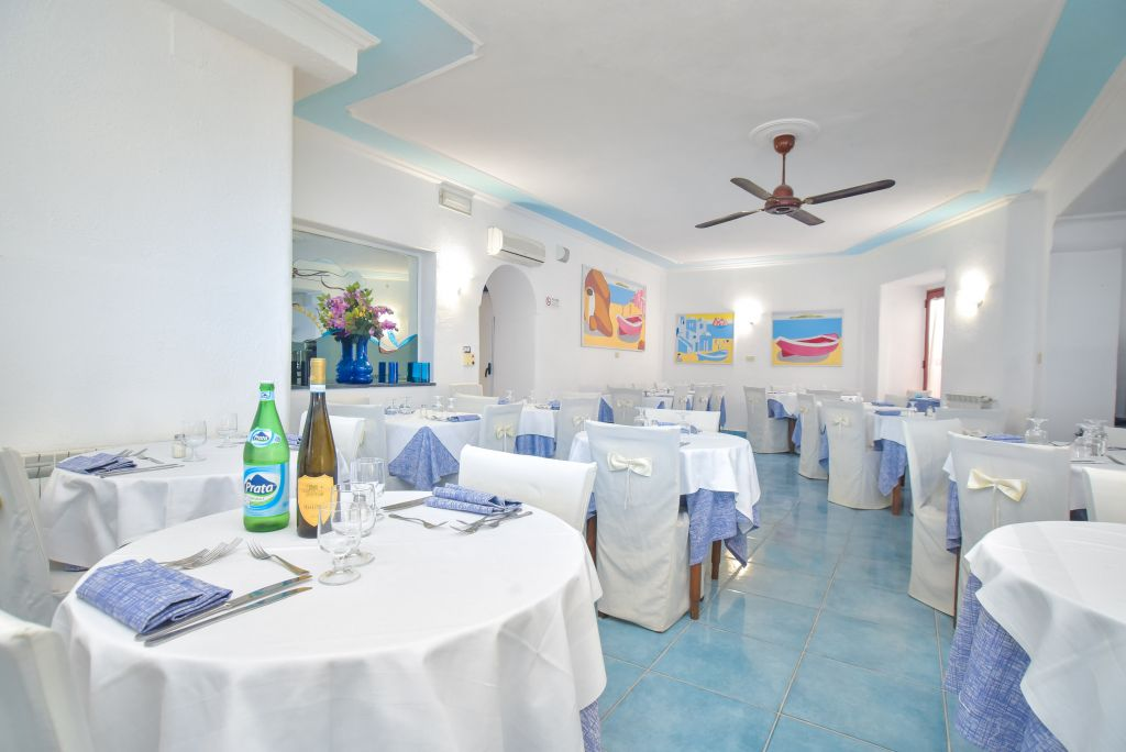Charme-Hotel-Terme-Villa-Tina-Ischia-Hotel-3-Stelle-in-centro-Ischia