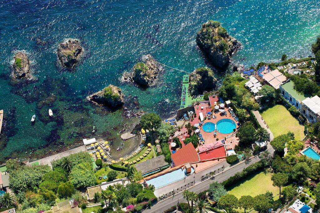 hotel-delfini-1